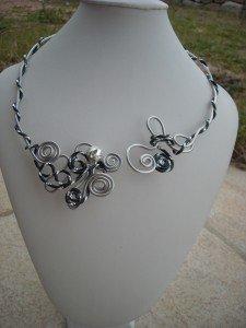dscn7181-225x300 dans colliers