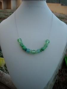 colliers bracelets fil cablé perles de verre dans colliers collier-0681-225x300