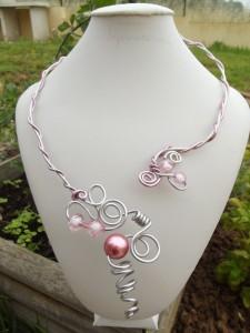 Colliers en fil d'aluminium et perles dans colliers dscf0510-225x300