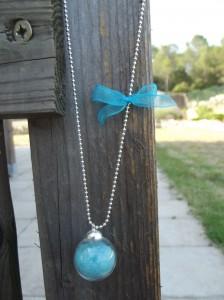 collier fiole en verre et en alu dans colliers sortie-021-224x300